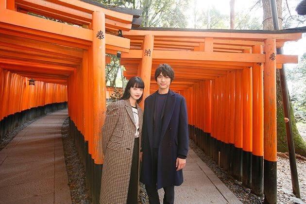 นานะ โคมัตสึ ควง โซตะ ฟุคุชิ หวานกลางพรมแดงยาว 5 กิโลปิดเมืองเกียวโตสถานที่ถ่ายทำเปิดตัวภาพยนตร์รักบนโลกคู่ขนานTomorrow I will Date with Yesterday's You