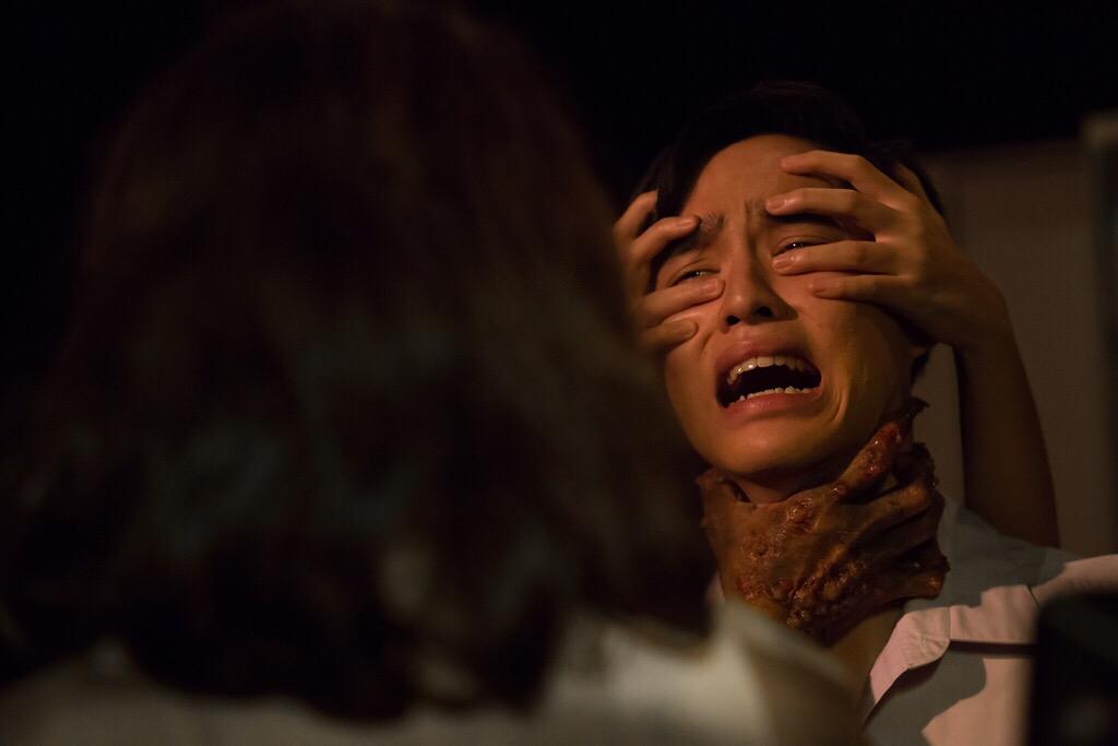 """""""บอส นวไพบูลย์"""" เอาเรื่องจริงมาล้อเล่น         ใจกล้ารับเล่นเรื่องผี แม้กลัวผีขั้นหวีดผวา"""